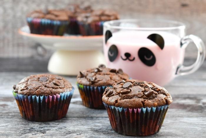vegan chocolate muffins served with strawberry milkshake