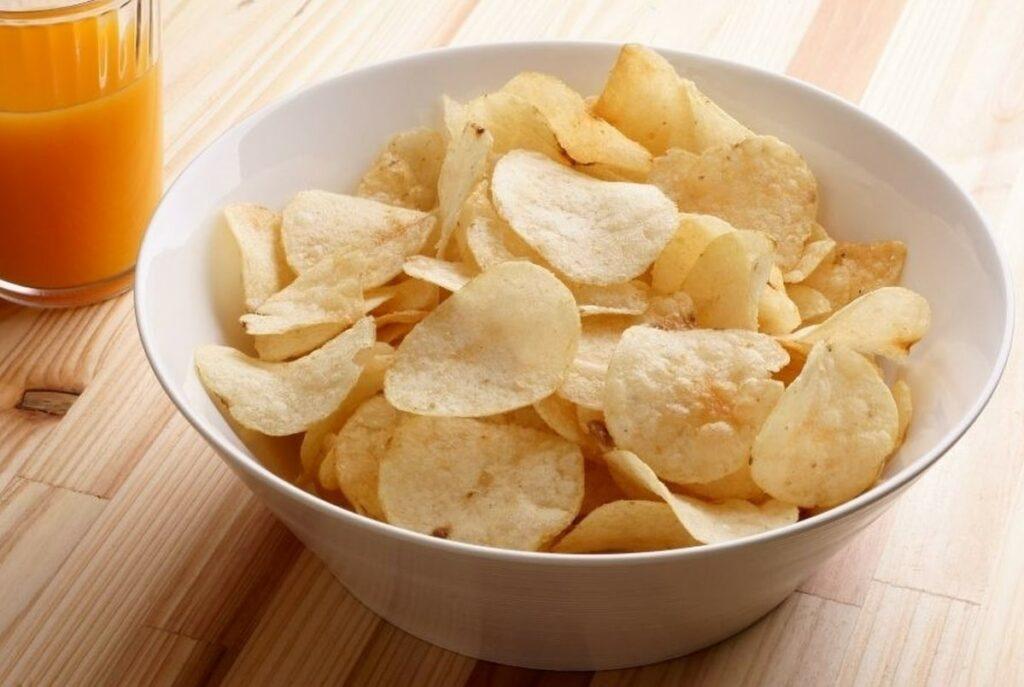 a bowl of crisps