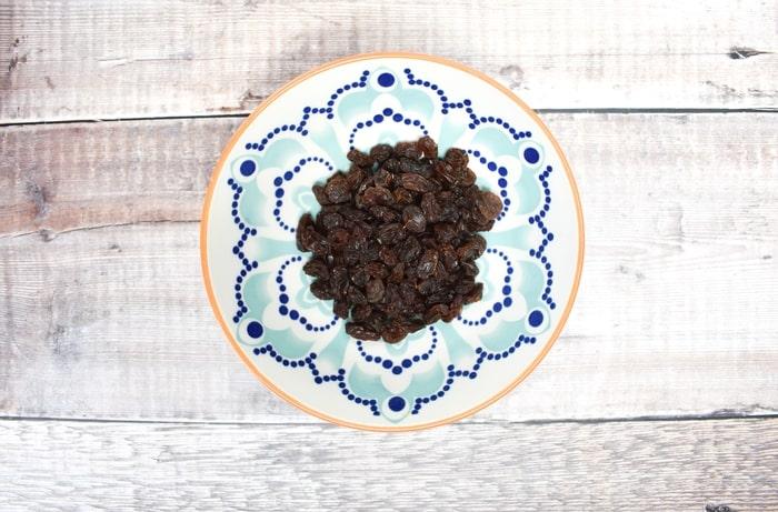 raisins in a bowl