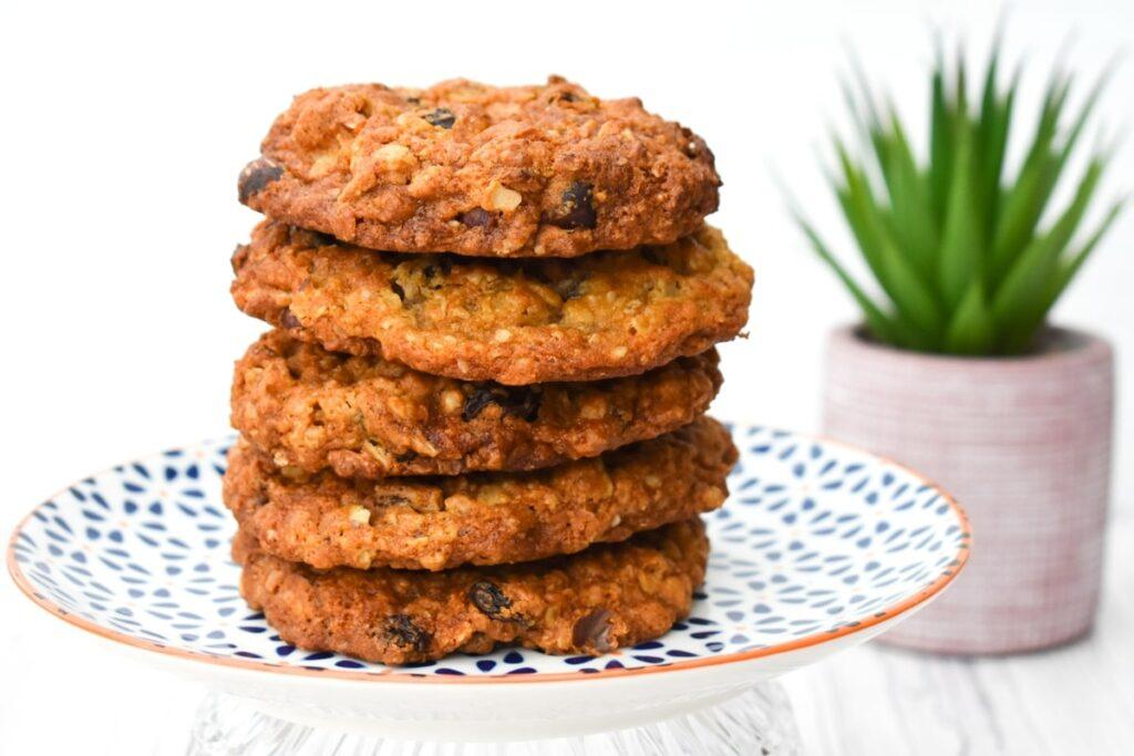 vegan hazelnut raisin cookies